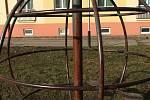 Zastaralé kolotoč v Jižní čtvrti v Přerově.