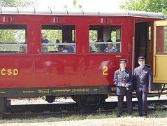 """Historický vlak """"Singrovka"""" na trase Tovačov - Kojetín."""