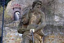 Socha Neptuna v ulici Pod Valy se stala v minulosti terčem vandalů už několikrát.
