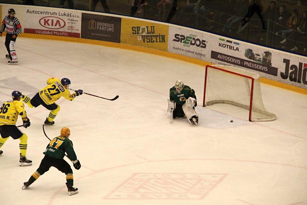 Hokejisté Přerova prohráli 1:3 ve Vsetíně. Darek Hejcman dává gól na 0:1.