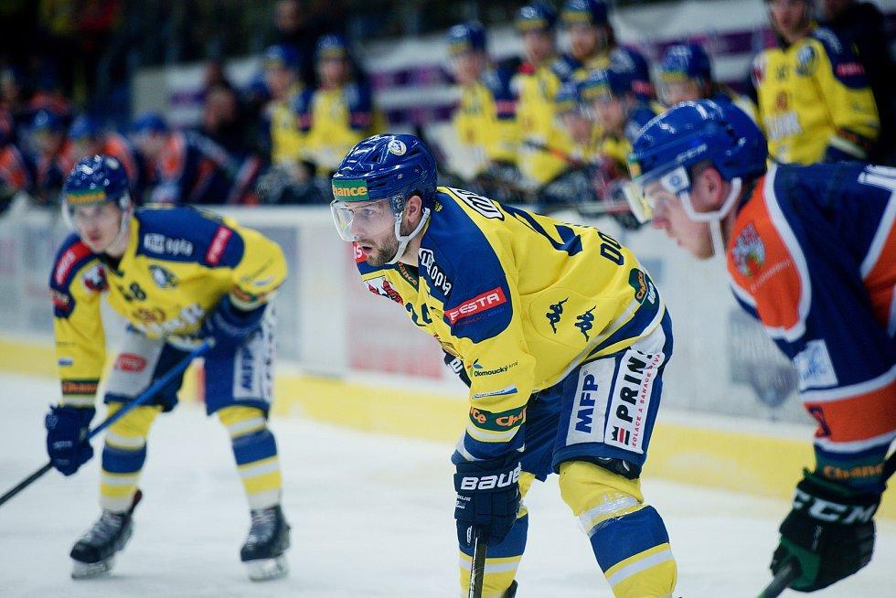 Hokejisté Přerova (ve žlutém) doma porazili Litoměřice 3:1. Tomáš Doležal