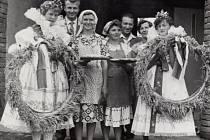 Rok 1965. Oslava dožínek vSušicích.