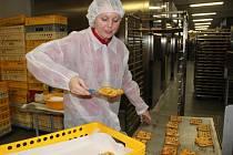 Redaktorka Přerovského a hranického deníku si vyzkoušela práci v pekárně Racek.