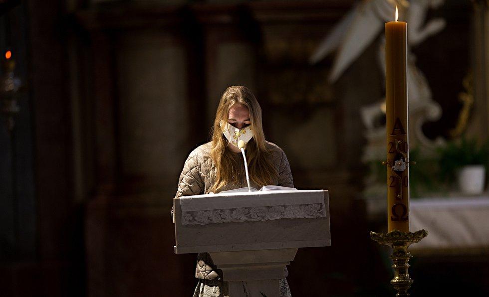 Bohoslužba Boží hod velikonoční v kostele Svatého Vavřince v Přerově.