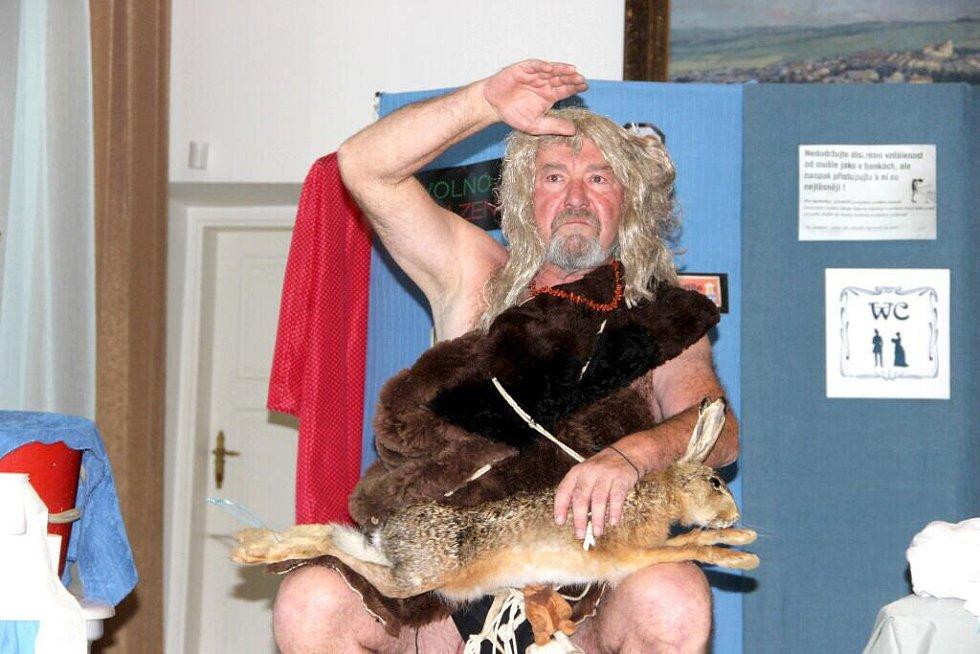 Muzeum Komenského v Přerově se v pátek vpodvečer rozloučilo derniérou s úspěšnou výstavou Z koupelen a ložnic…anebo O čem se nemluví. Scénka muzejníků sklidila velký úspěch.