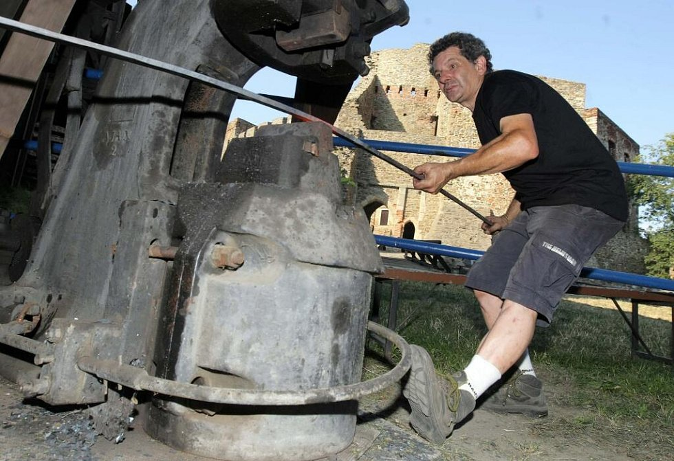 Kovářský mistr Claudio Bottero z Itálie připravuje unikátní dílo Dech větru na Hefaistonu 2009