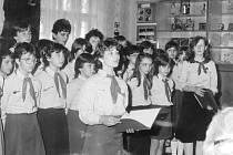 Volby 1986 v Oseku nad Bečvou. Slavnostní zahájení 23. května 1986 v agitačním středisku, první skupině voličů předvedli kulturní  program žáci místní  Základní školy.