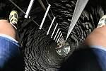 Bádání na dně historické studny na Horním náměstí v Přerově