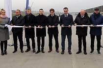 Vladimír Kremlík (třetí zprava)  jako ministr dopravy na otevření úseku D1 Lipník - Přerov v prosinci 2019
