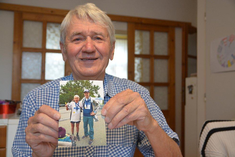 Jiří Březina z Přerova má na kontě 634 maratonů a přes 500 dálkových pochodů.