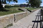 Současný stav zídky, která se nachází přímo pod bývalou ubytovnou Strojař v Přerově. Nahradí ji nová atypická zídka.