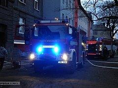 Patnáct lidí muselo být na Silvestra evakuováno z Husovy ulice v blízkosti nádraží v Přerově. Ve sklepení obytného domu hořelo velké množství odpadu.