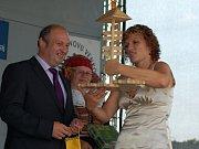Obec Radslavice na Přerovsku zažila v pátek velkou slávu. Získala nejvyšší ocenění v krajském kole soutěže Vesnice roku – zlatou stuhu. Úspěšné byly i další obce na Přerovsku – Hradčany, které odcházely s modrou stuhou, a Citov, jenž obdržel zelenou.
