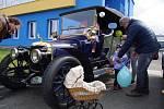 Historická vozidla v areálu přerovských Montáží