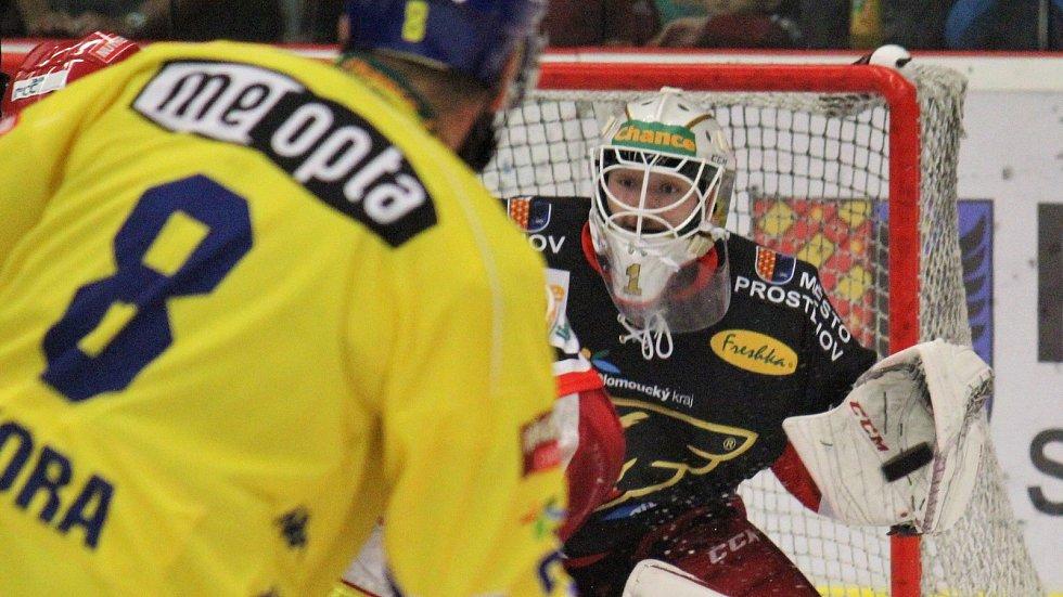 Hokejisté Prostějova (v černém) proti Přerovu. Ilustrační foto