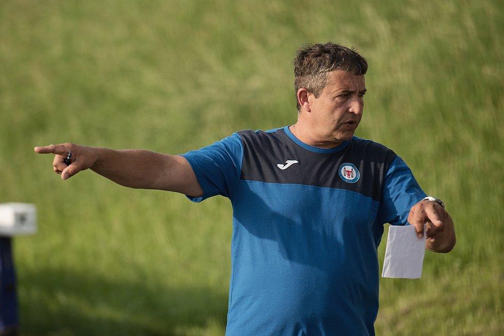 Fotbalisté Přerova (v modrém) v přípravném utkání s SK Lipová (3:4). Pavel Koral