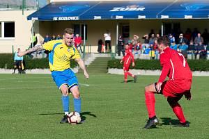 Fotbalisté Kozlovic (ve žlutém) v domácím utkání se Slavičínem.