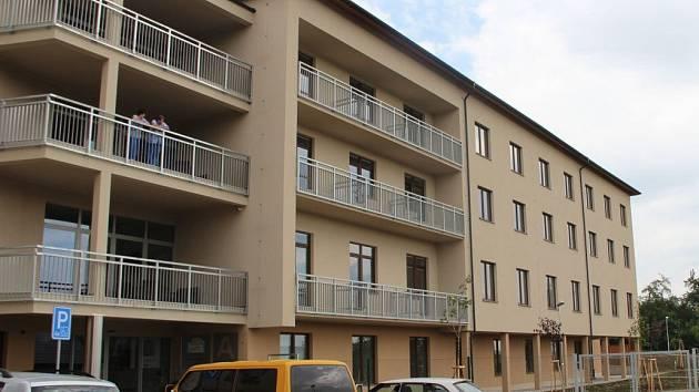 Nové pokoje, jídelna, zahrada i zařízení jsou k dispozici od července 2014 klientům domova v Radkově Lhotě
