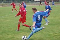 Zápas krajského přeboru mezi Přerovem (v modrém) a Želatovicemi v sezoně 2010/11