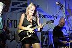 Hudební léto na hradbách - koncert argentinské zpěvačky a kytaristky Vanesy Harbek. Ta se na pódiu objevila v doprovodu skvělých polských hudebníků.