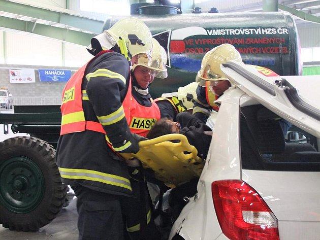 MR hasičských týmů ve vyprošťování osob z havarovaných aut - akce šéfredaktor