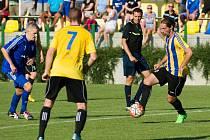 Fotbalisté Kozlovic (v pruhovaném) proti Petrovicím