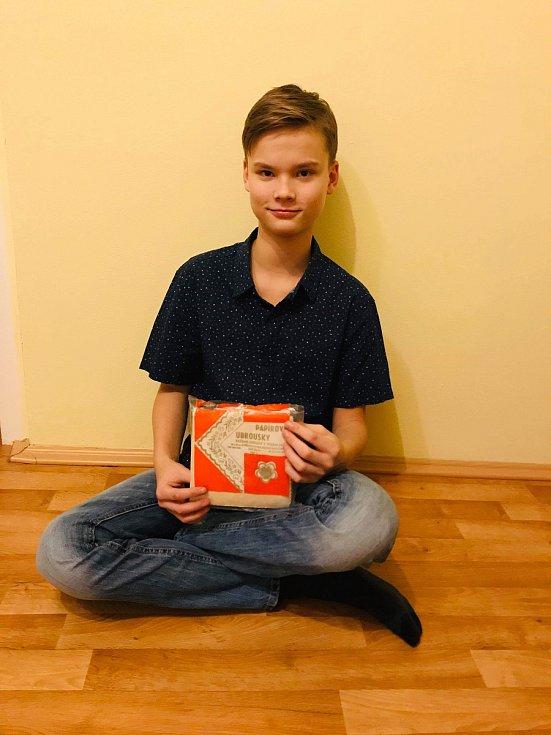 Čtrnáctiletý Patrik Horký z Přerova má na svůj věk nezvyklý koníček - stal se sběratelem retro kousků ze sedmdesátých a osmdesátých let. Teď bude mít svou vlastní výstavu v Galerii města Přerova.