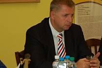 Ministr zemědělství Petr Bendl v Tučíně
