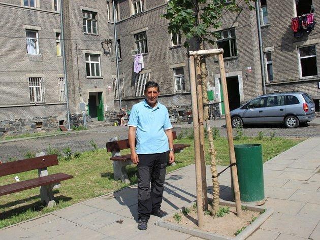 Romové svépomocí upravili dvorní trakt v Kojetínské ulici v Přerově.