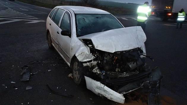 Bouračka dvou aut u Říkovic