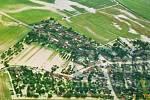 Letecký pohled na zatopenou Bochoř v červenci 1997