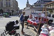 Počasí Farmářským trhům v Přerově přálo. Lidé mohli na Masarykově náměstí zakoupit nejrůznější výrobky regionálních výrobců