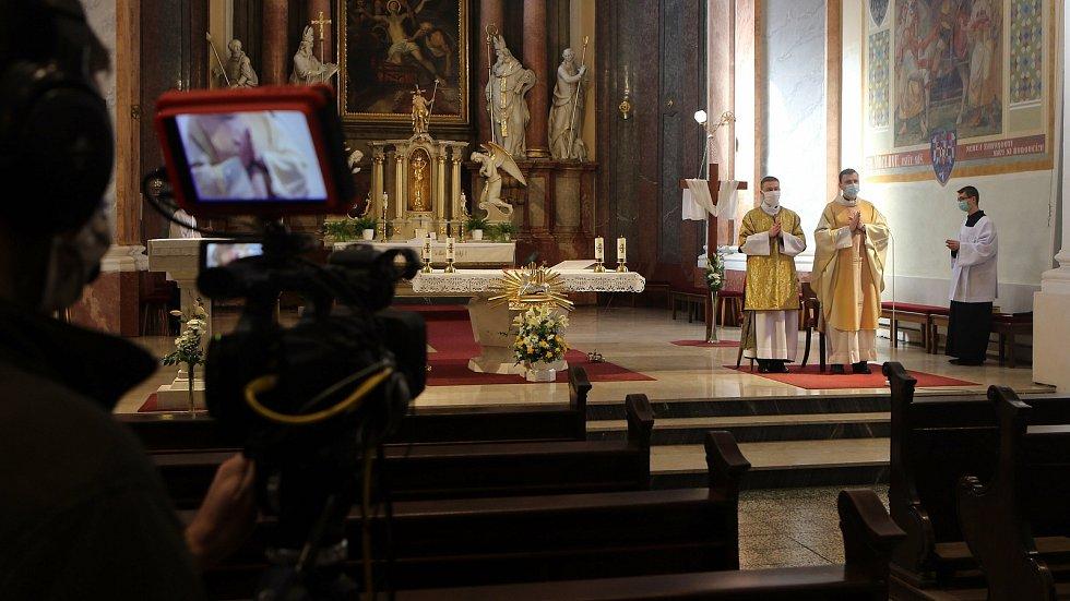 Bohoslužba na Boží hod velikonoční v kostele sv. Vavřince v Přerově v roce 2020