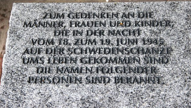 Pietním vzpomínkovým aktem na Městském hřbitově vPřerově uctili sedmdesáté výročí od brutální popravy 267karpatských Němců na Švédských šancích příbuzní obětí, zástupci círvke, města, historici a další hosté.