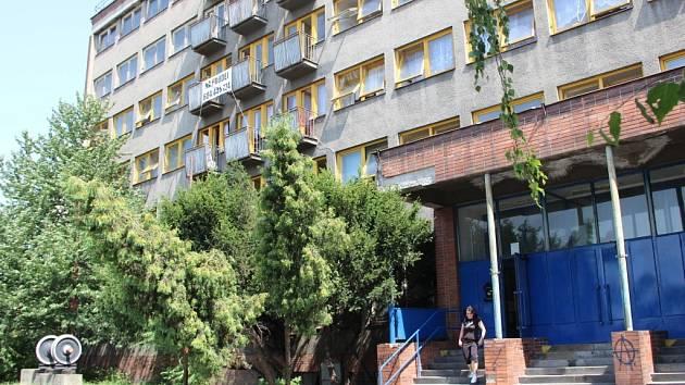 V chátrající budově u autobusového nádraží v Přerově, která byla v minulosti chloubou Českých drah, je nyní sociální ubytovna