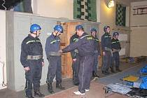 Ze soboty 26.3.2011 na neděli čekalo na 28 družstev třeba slavění z cvičné věže, pomoc při dopravní nehodě nebo nácvik požárního poplachu.