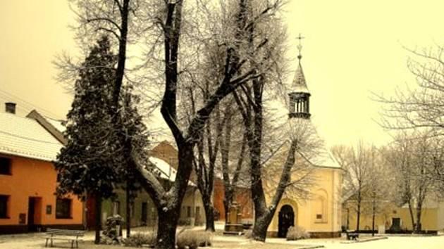 V Kozlovicích pečují o kapličku, jak slíbili jejich předkové. Nyní se složili i na vlastní betlém