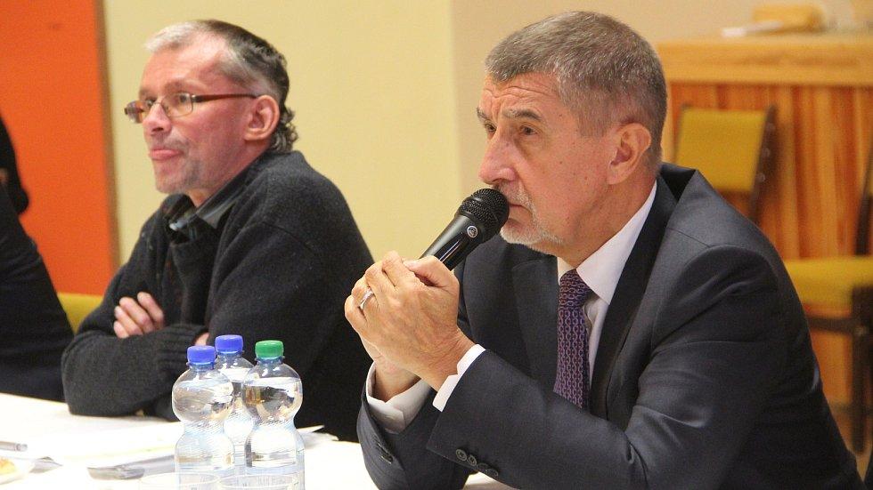 Premiér Andrej Babiš na debatě s občany Dluhonic v listopadu 2018