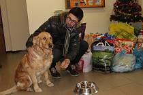 Předali jsme dárky našich čtenářů, kteří přispěli do sbírky pro Útulek pro zatoulaná zvířata Dr. Matinové v Přerově.
