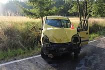 Havárie opilého mladíka v Renaultu Kangoo u Lazník