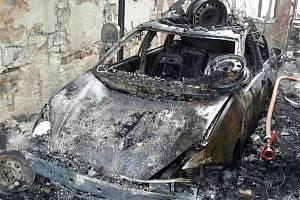 Požár autodílny v Lobodicích