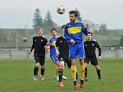 Fotbalisté Želatovic (v modré) proti béčku HFK Olomouc