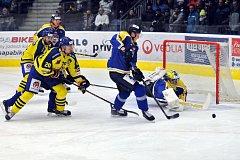 Přerovští hokejisté (ve žlutém) proti Ústí nad Labem. Milan Řehoř.