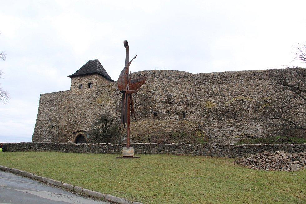 I když se letos kvůli koronavirovým opatřením první lednovou sobotu nekonal tradiční novoroční výstup na Helfštýn a brány hradu zůstaly zavřené, milovníci turistiky si výšlap nenechali ujít - lidé sem dorazili z Přerova, Hranic, Lipníku nad Bečvou, ale i