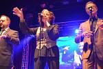 O skvělou show se na 35. ročníku Československého jazzového festivalu v Přerově postarali v pátek večer fenomenální baskytarista Victor Wooten, kterého doprovodili bubeník Dennis Chambers a saxofonista Bob Franceschini, ale především americký vokální kvar