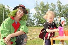 Míle pro mámu - tak se jmenuje tradiční akce, kterou uspořádal v sobotu odpoledne pro rodiny s dětmi přerovský Duha klub Rodinka. Na přírodní koupaliště Laguna dorazily na tři stovky lidí.