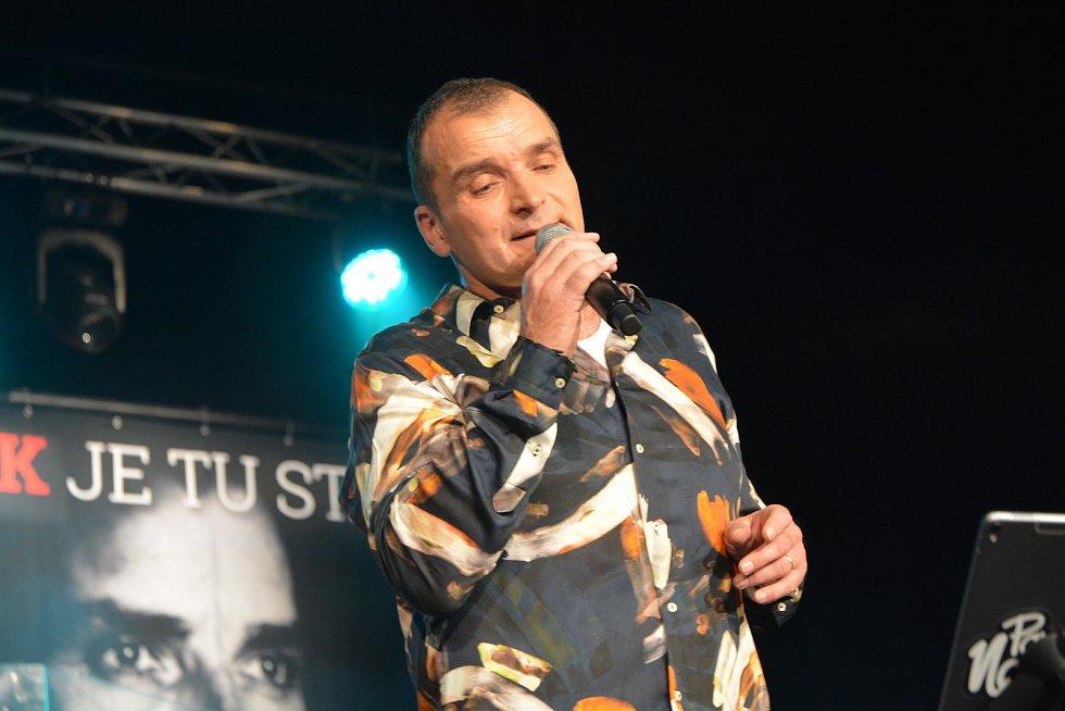 Vzpomínkový koncert na legendárního zpěváka Pavla Nováka v Městském domě v Přerově.