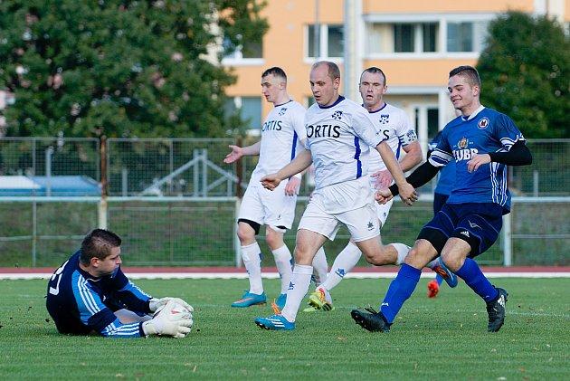 Fotbalisté Přerova (v modrém) proti FC Dubicko (6:0).