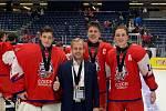 Přerovské kvarteto na World Hockey Challenge 2019 v Kanadě. Zleva Tomáš Suchánek, trenér Jiří Sklenář, Martin Ryšavý a Stanislav Svozil.