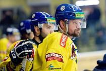 Hokejisté Přerova (ve žlutém) nestačili doma na Třebíč. Milan Procházka a jeho poslední utkání v dresu Přerova.